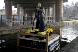 Bill Drummond raft bed with daffodils
