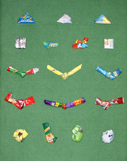 8 GIFT BOW HACKS FROM CRISP PACKETS AND COFFEE WRAPPERS YOU CAN ... | 619x490